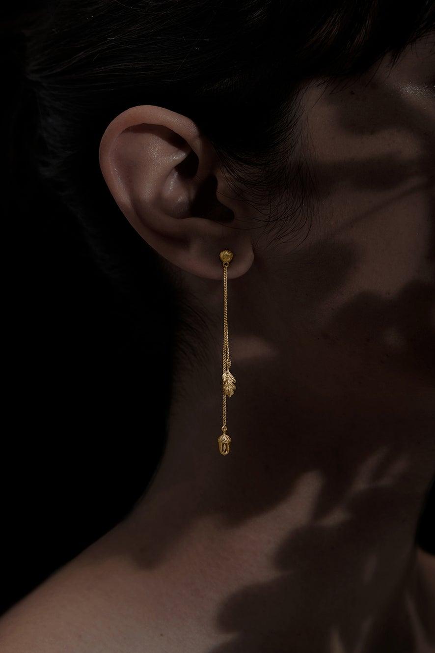 Acorn and Leaf Pendulum Earrings Gold
